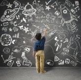 Dziecko, rysowanie kredą